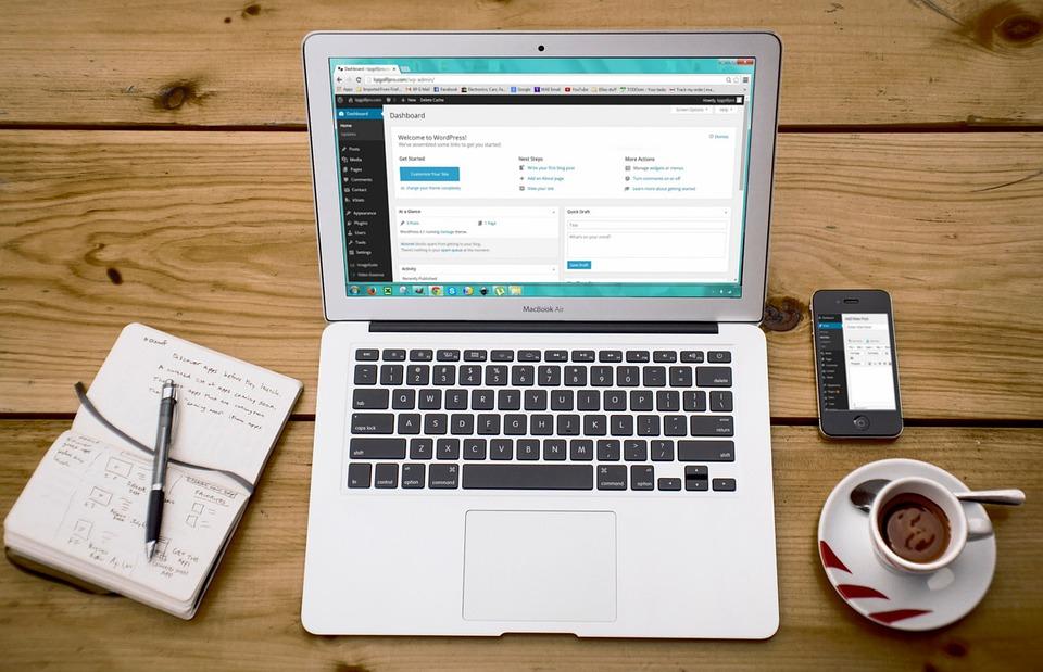 Computer med hjemmesideprogram